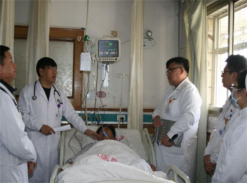 内分泌科二病区任主任张英来,肺病科主任艾瑞东,孙惠敏及医保科,药学